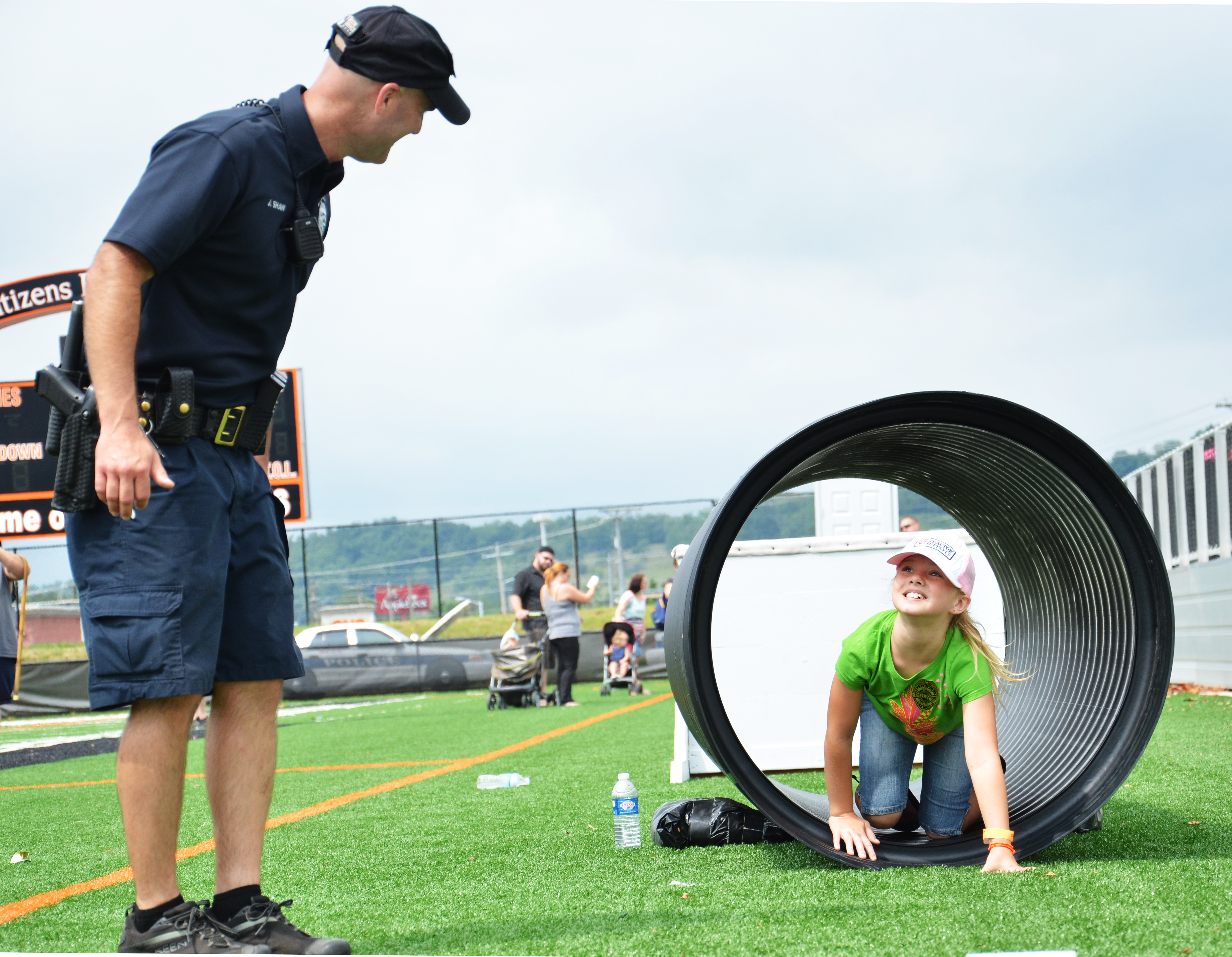 Police Chief Jason Shaw leads kids through the EPD Obstacle Course